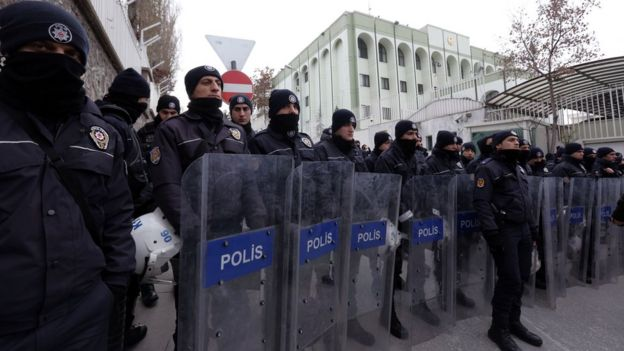Riot police outside Saudi consulate in Istanbul. 3 Jan 2016