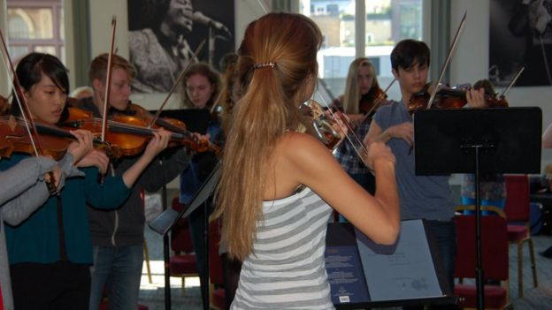 Nicola Benedetti plays with students