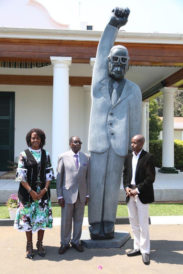 Moja ya sanamu za Mugabe zilizozinduliwa