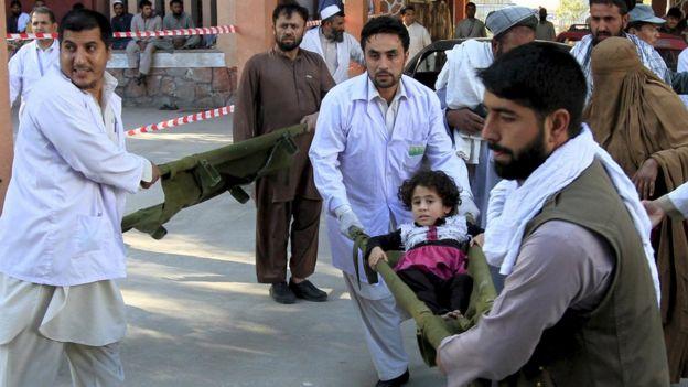 86329588 029814860 - Afghanistan-Pakistan  Earthquake  Leaves  Hundreds  Dead
