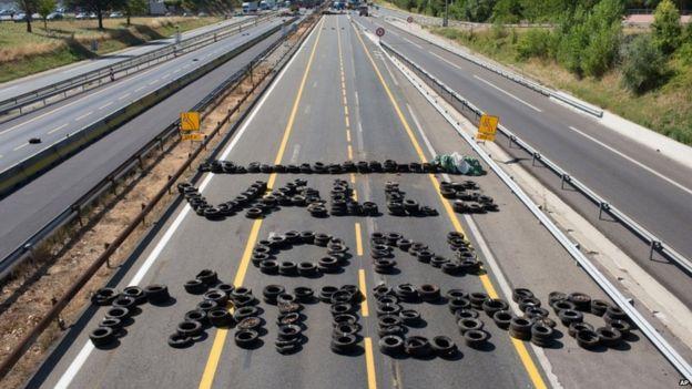 Tyre protest near Lyon