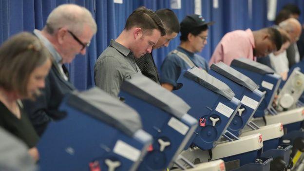 Estadounidenses votando