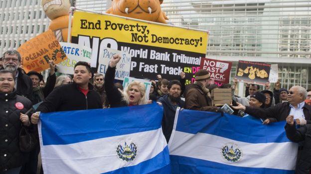 Protesta contra Ocena Gold en Washington