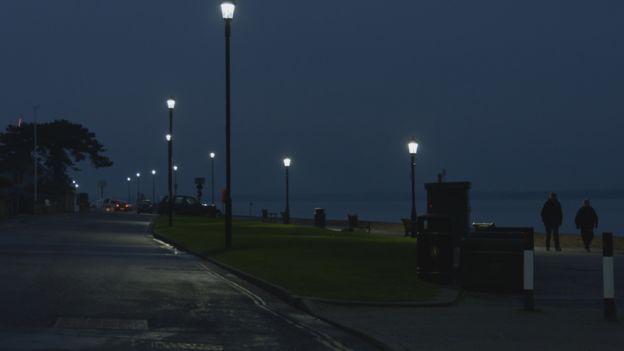 Paisaje nocturno de la bahía de Cowes.
