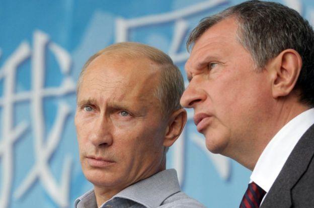 普京總統(左)把俄羅斯石油公司老闆謝欽(右)當作他最親密的盟友之一