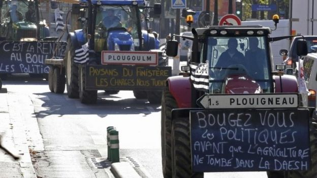 French farmers drive their tractors as they converge on central Paris (03 September 2015)