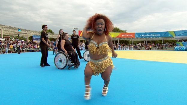 Vivi captivating a huge crowd with her Samba moves at the celebrations