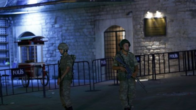 Military Coup in Turkey; Erdogan Ousted _90414009_034085529-1