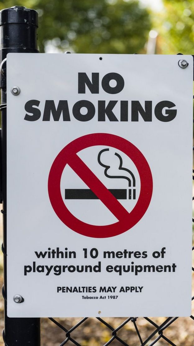 No smoking sign, Edinburgh Gardens, North Fitzroy, Melbourne
