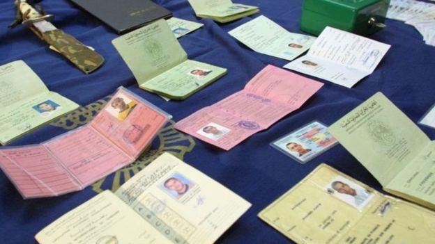2001年在馬德里的一次行動中,警方查獲了很多假護照。