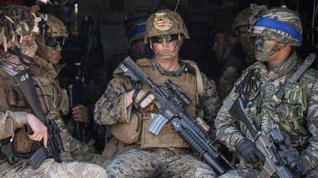 Soldados de Estados Unidos y de Corea del Sur participan en ejecicios militares conjuntos.
