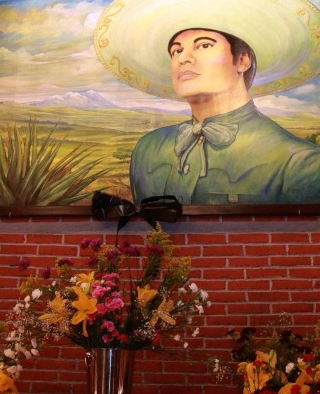 A makeshift memorial sits beneath a picture of Mexican singer Juan Gabriel in the Plaza Garibaldi, the iconic Plaza de los Mariachis in Mexico City, Mexico, 28 August 2016.
