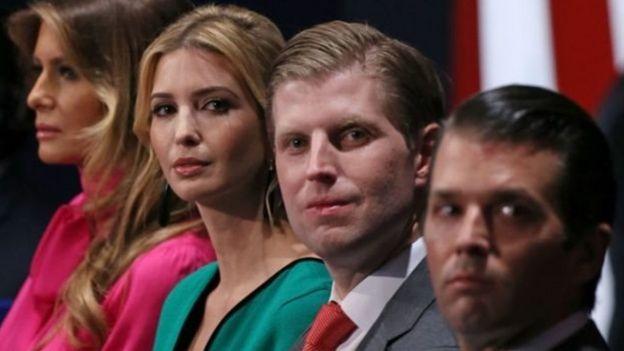 Các con ông Trump (thứ hai từ trái sang phải, ngồi cạnh bà Melania) Ivanka, Eric và Donald Jr đã tham gia làm kinh doanh