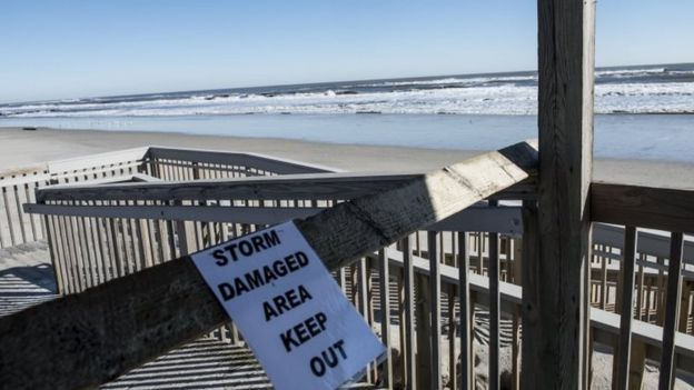 Signs warned beach goers not to enter as a result of the blizzard in Stone Harbor, New Jersey (24 January 2016)