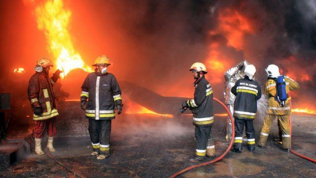 Un incendio en una instalación petrolera en enero de 2016