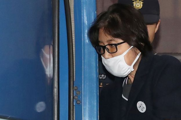 This picture taken on 19 November 2016 shows Choi Soon-sil, the woman at the heart of a lurid political scandal engulfing South Korea's President Park Geun-Hye, being escorted after questioning at the Seoul Central District Prosecutors
