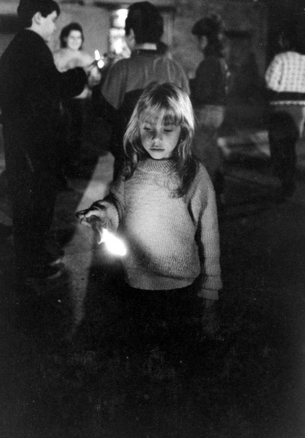 مردم پالرمو چندین بار علیه مافیا در این شهر تظاهرات کردند و این عکس دختربچهای را نشان میدهد که در یکی از آنها شرکت کرده بود