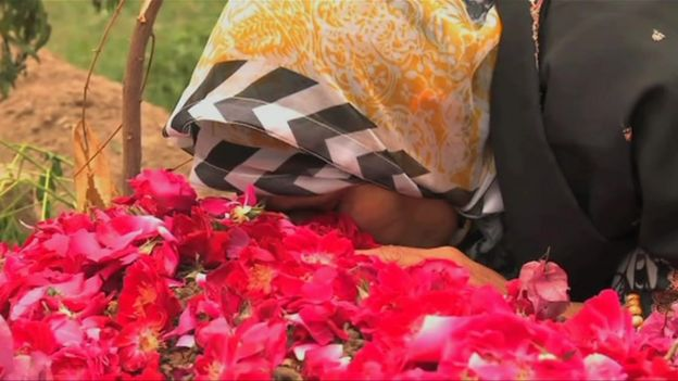 Kaneez Bibi at her son's grave