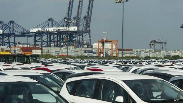 Playón de autos de exportación en México