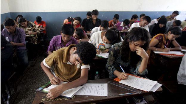 Estudantes fazem prova