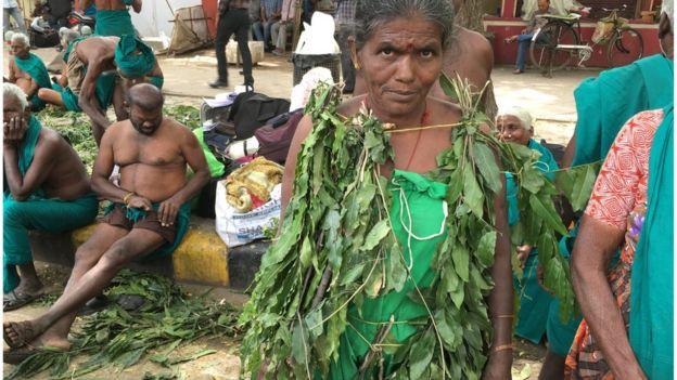तमिलनाडु के किसान खोपड़ी लेकर क्यों कर रहे हैं प्रदर्शन