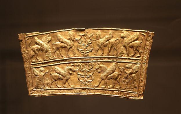 تکهاز یک زره طلایی ساسانی در گالری فریر سکلر
