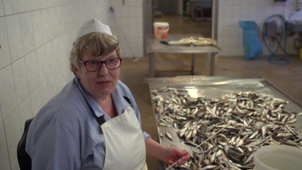 熏魚廠女工恩尼斯說,感覺被德國政府遺忘了