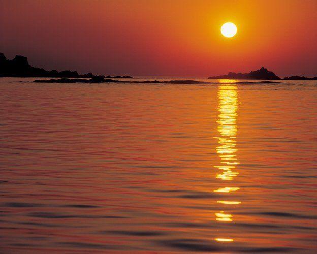 Ese rastro de luz que flota sobre el agua puede revelarnos secretos si le damos la oportunidad. Foto THINKSTOCK.