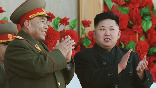Ri Yong-gil y Kim Jon-un