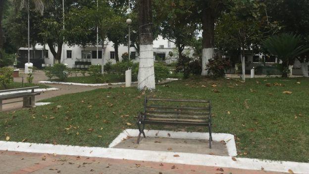 Plaza de Saravena, con la estación de policía al fondo.