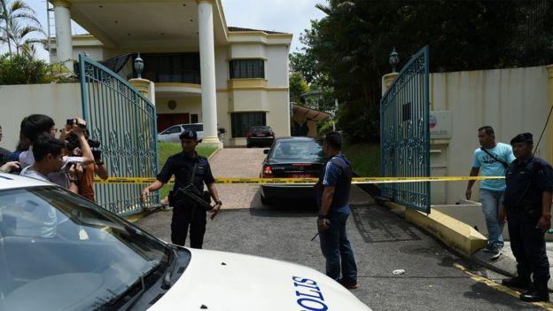 La embajada de Corea del Norte en Malasia con cordón policial.