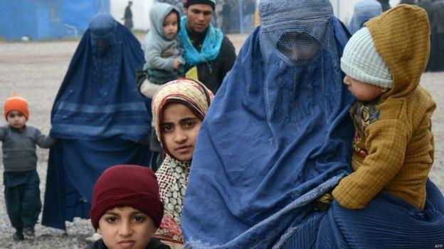 تصویر مهاجران افغان در حال بازگشت از پاکستان