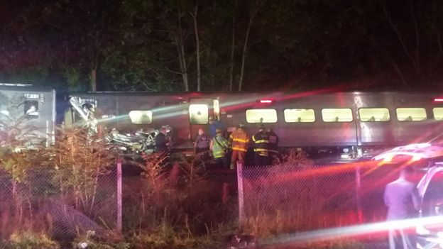 Rescue workers attend the scene of a Long Island Railroad train that derailed near New Hyde Park, New York., 8 October 2016