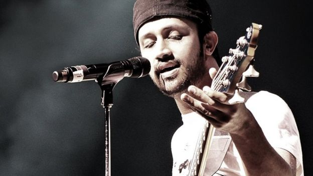 pakistan singer atif aslam stops show to rescue harassed girl