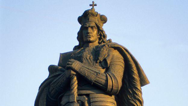 Grand Duke Vytautas - statue in Kaunas
