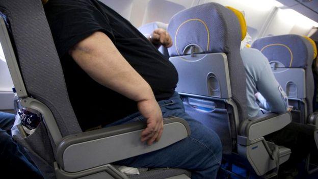 Полный пассажир в самолете