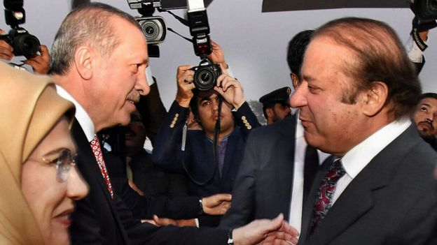 Pakistani Prime Minister Muhammad Nawaz Sharif (R) with Turkish President Recep Tayyip Erdogan upon his arrival at Nur Khan Air Base in Rawalpindi, Pakistan, 16 November 2016