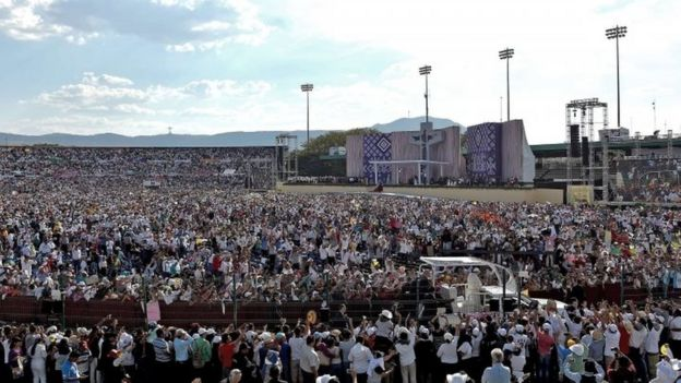 General view of the meeting of Pope Francis with families in the Victor Manuel Reyna stadium in Tuxtla Gutierrez, Chiapas state (15 February 2016)