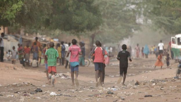 Crowd scene in Niger