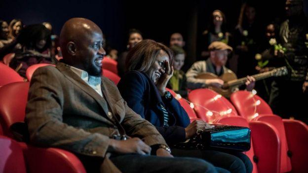 Anthony ile Dembi Williams geçen yıl Londra'da bir özel sinema salonunda evlilik teklifi töreni düzenlemişti.
