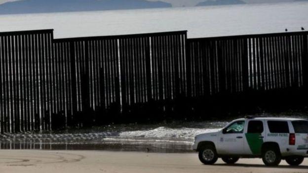 آمریکا و مکزیک بیش از ۳۰۰۰ کیلومتر مرز مشترک دارند