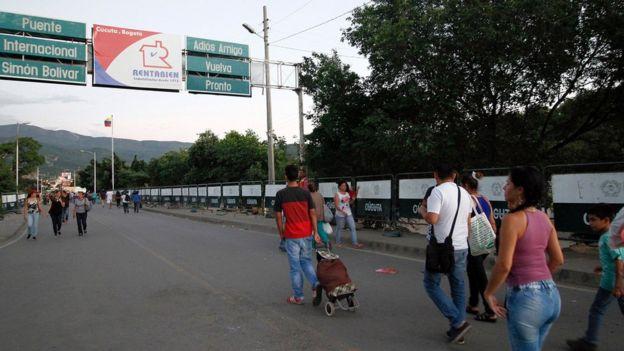 People cross the Simon Bolivar bridge in Norte de Santander department, Colombia, on the border with Venezuela, on December 11, 2016