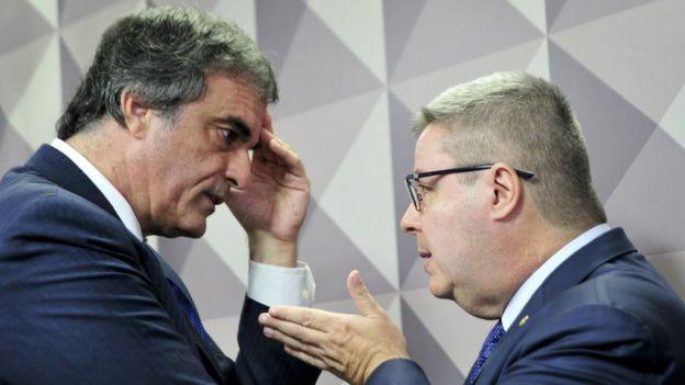 José Eduardo Cardozo e Antonio Anastasia em sessão da Comissão Especial do Impeachment