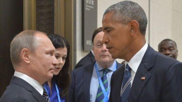 Putin y Obama mirándose serios.