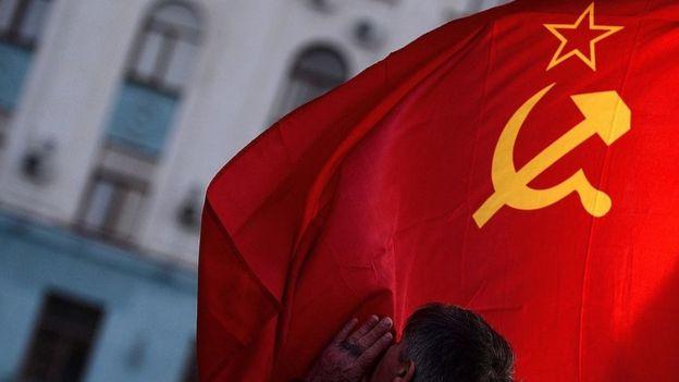 A man kisses the Soviet Union flag