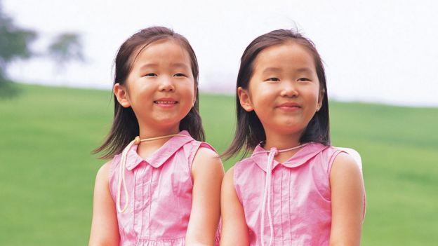 Niñas vetsidas de rosa