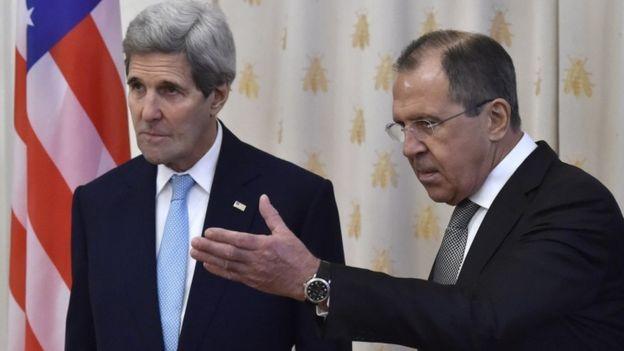 John Kerry (L) and Sergei Lavrov