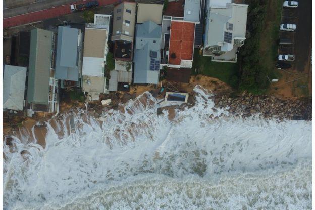 Australia Storm Leaves Three Dead And Homes In Danger Chatter Lk
