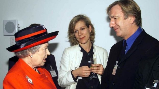 Rickman and Juliet Stevenson with The Queen in 2000