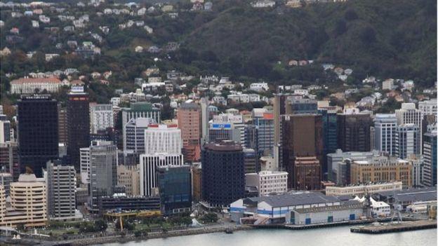 این کارمند سفارت آمریکا در شهر ولینگتون نیوزیلند مستقر بود
